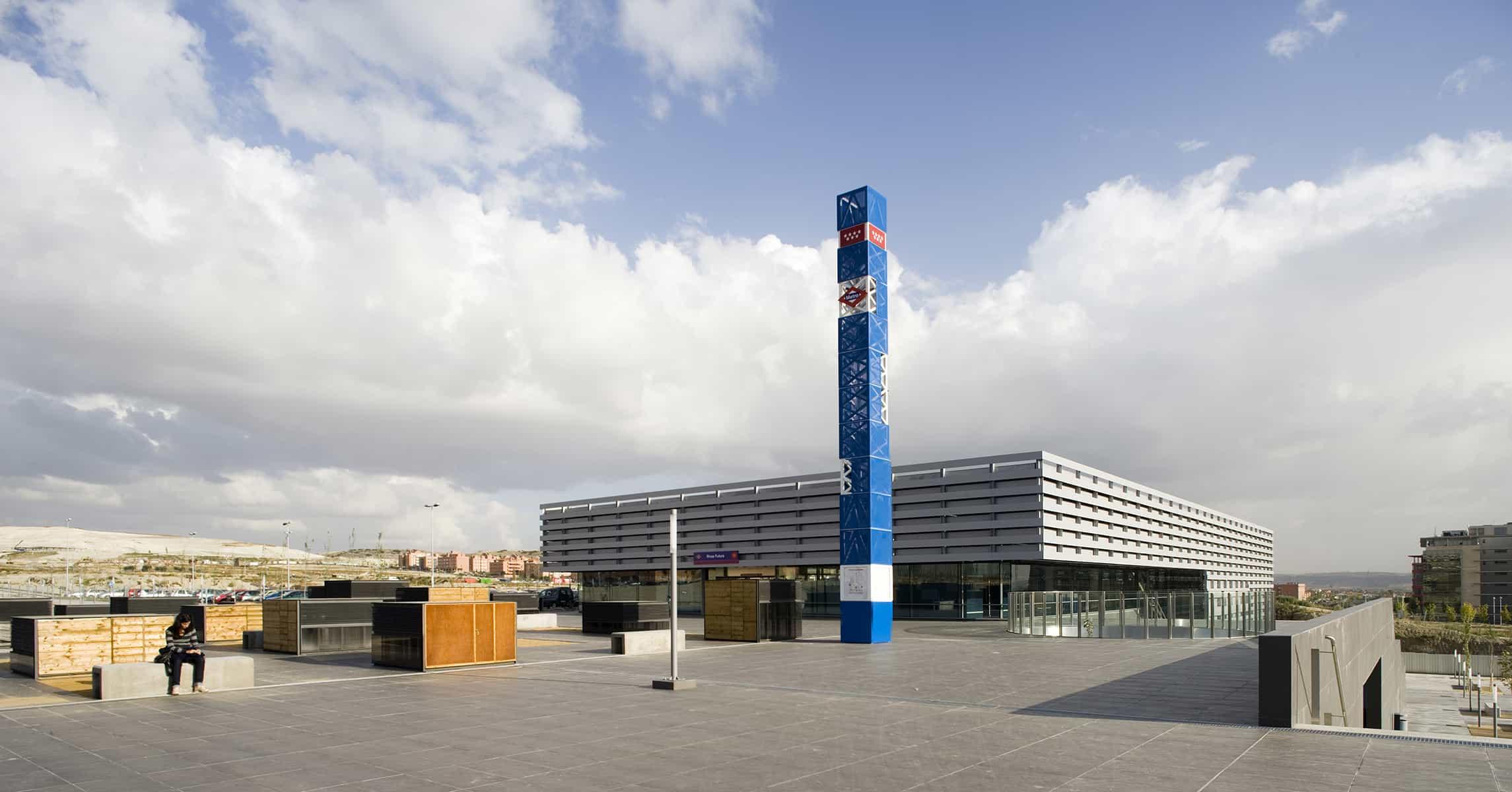 Estación METRO de Madrid - plaza superior - arquitectura transporte - Estación METRO de MADRID_LGV+LANDINEZ+REY | equipo L2G arquitectos, slp [ eL2Gaa ]