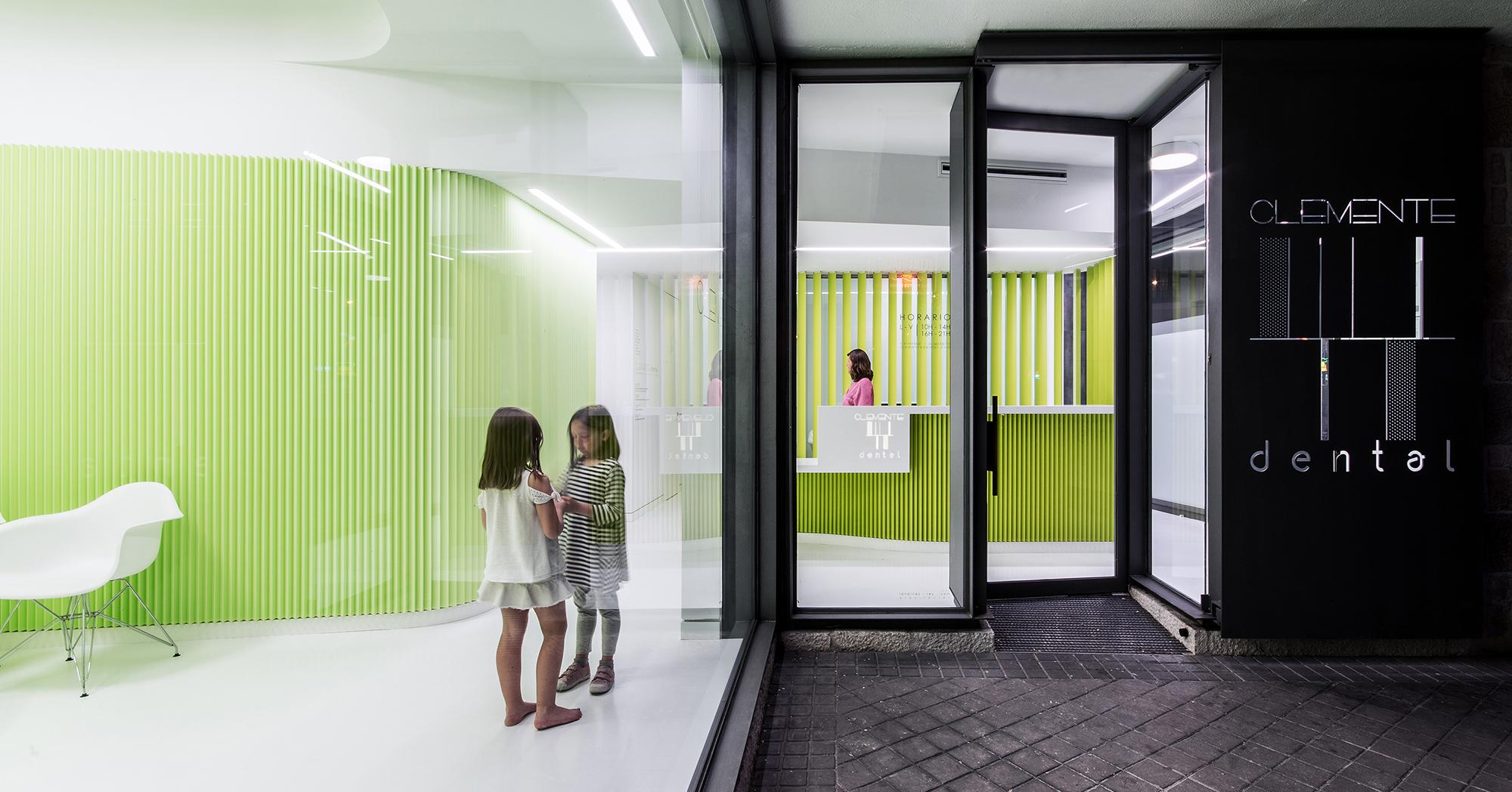 CLINICA CLEMENTE dental - LANDÍNEZ+REY arquitectos - arquitectura retail - interiorismo noche